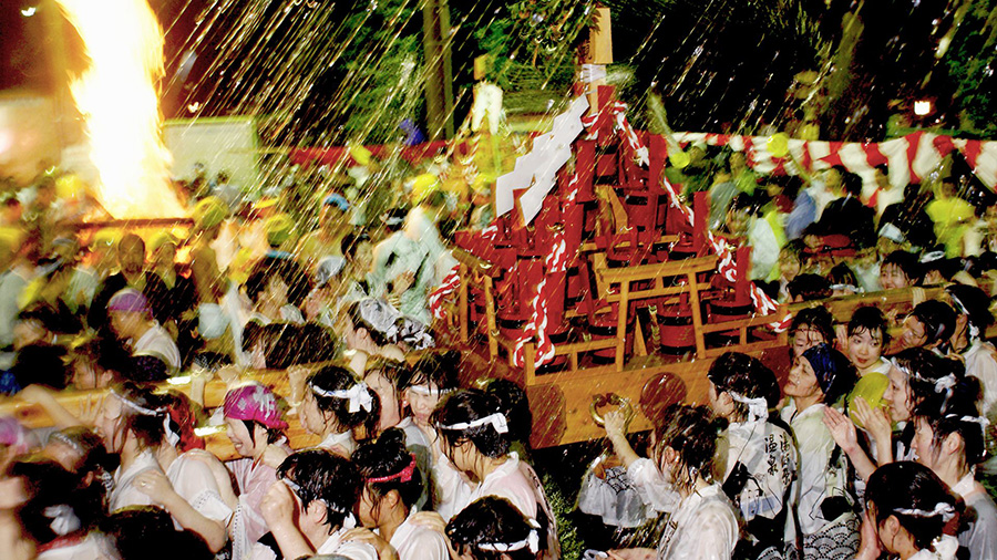 Hot Spring Water Splashing Festival (Kanagawa)